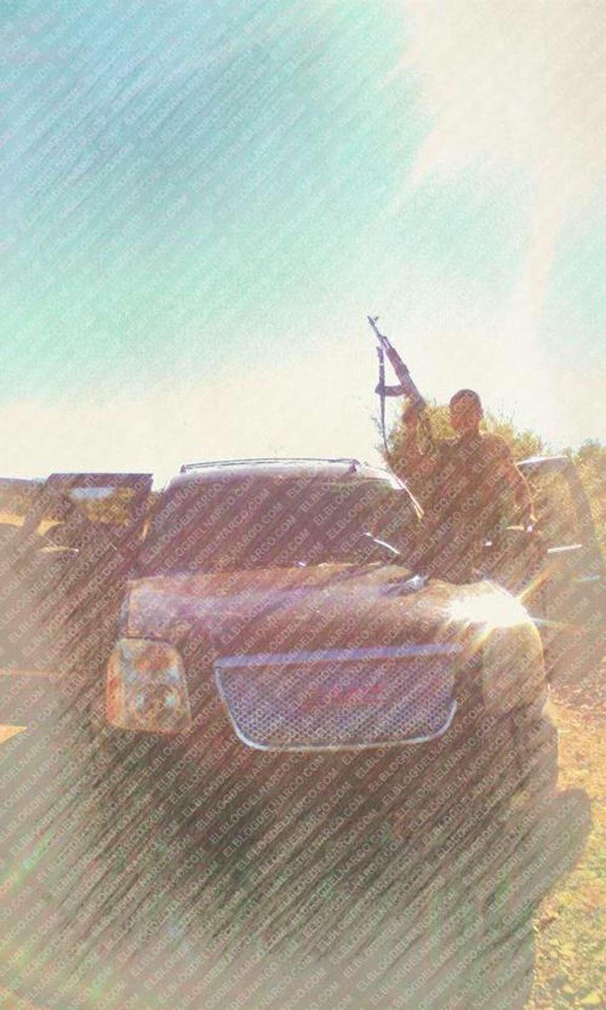 El Blog del Narco has published a batch of leaked photos of La Linea, the enforcement wing of the Juárez Cartel.