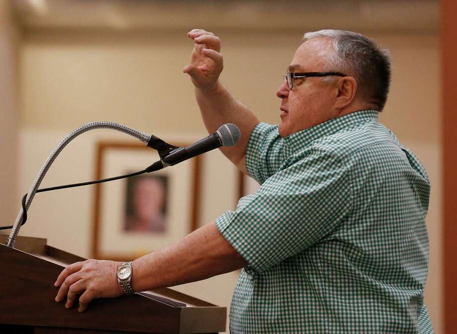 City of Castle Hills resident Tom Davis speaks Feb. 2 to city council about clarifying the language in a ballot measure regarding the continuation of VIA services in the Castle Hills in a May 7 special election. Photo: Kin Man Hui /San Antonio Express-News / ©2016 San Antonio Express-News