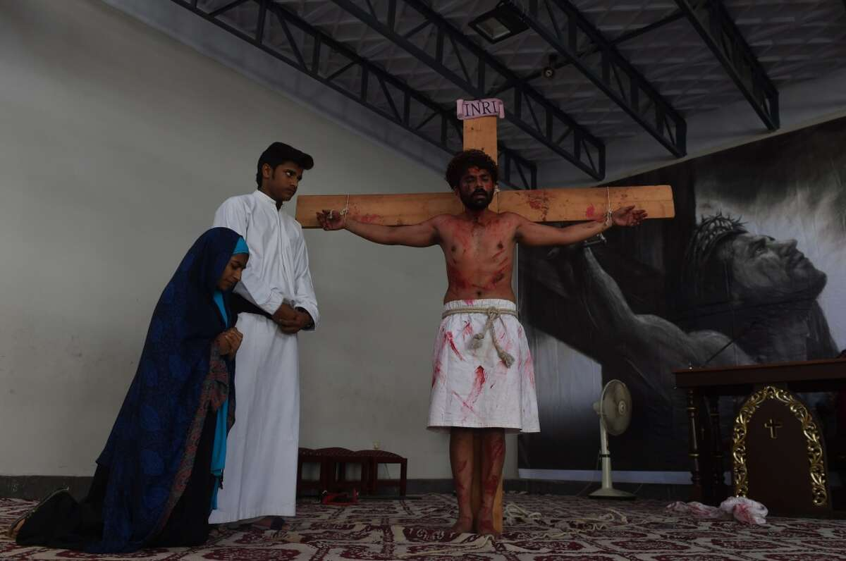Pakistani Christian worshippers attend a Mass to mark Good Friday at St Anthony's Church in Karachi on March 25, 2016. Christians around the world are marking Good Friday ahead of Easter Sunday during holy week commemorations. / AFP / ASIF HASSAN (Photo credit should read ASIF HASSAN/AFP/Getty Images)