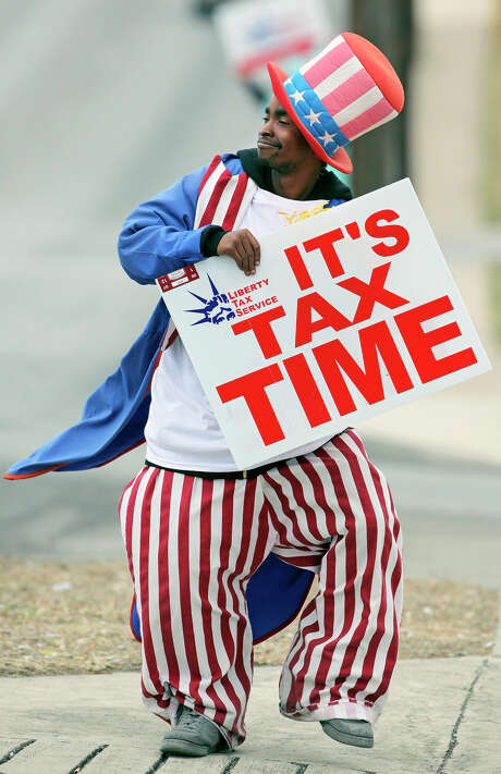 Contributions for the 2015 tax year can be made to individual retirement accounts and health savings account up until this year's filing deadline — April 18 in most states. Photo: Express-News File Photo / treel@express-news.net