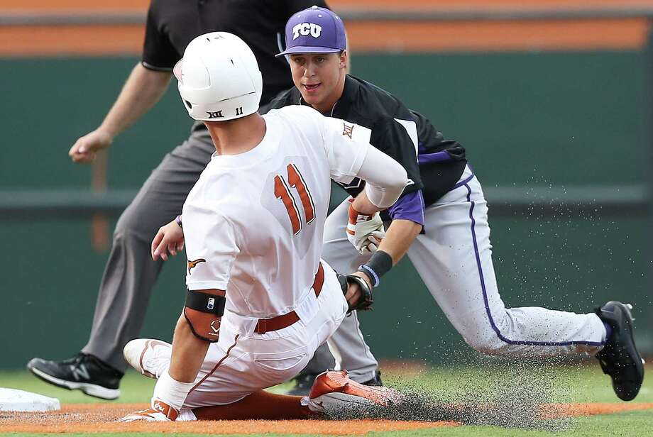 Horned Frog infielder Mason Hesse waits to put out Travis Jones as Texas loses to TCU 9-5 in college baseball at Disch-Falk Field on March 26, 2016. Photo: TOM REEL, STAFF / SAN ANTONIO EXPRESS-NEWS / 2016 SAN ANTONIO EXPRESS-NEWS