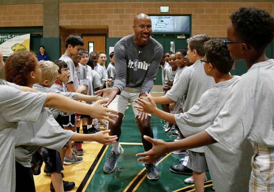 Former Spur Bruce Bowen is introduced before the beginning of the NBA Tipoff Inaugural Junior Clinic at Cole High School in 2015. Photo: Ron Cortes /For The Express-News