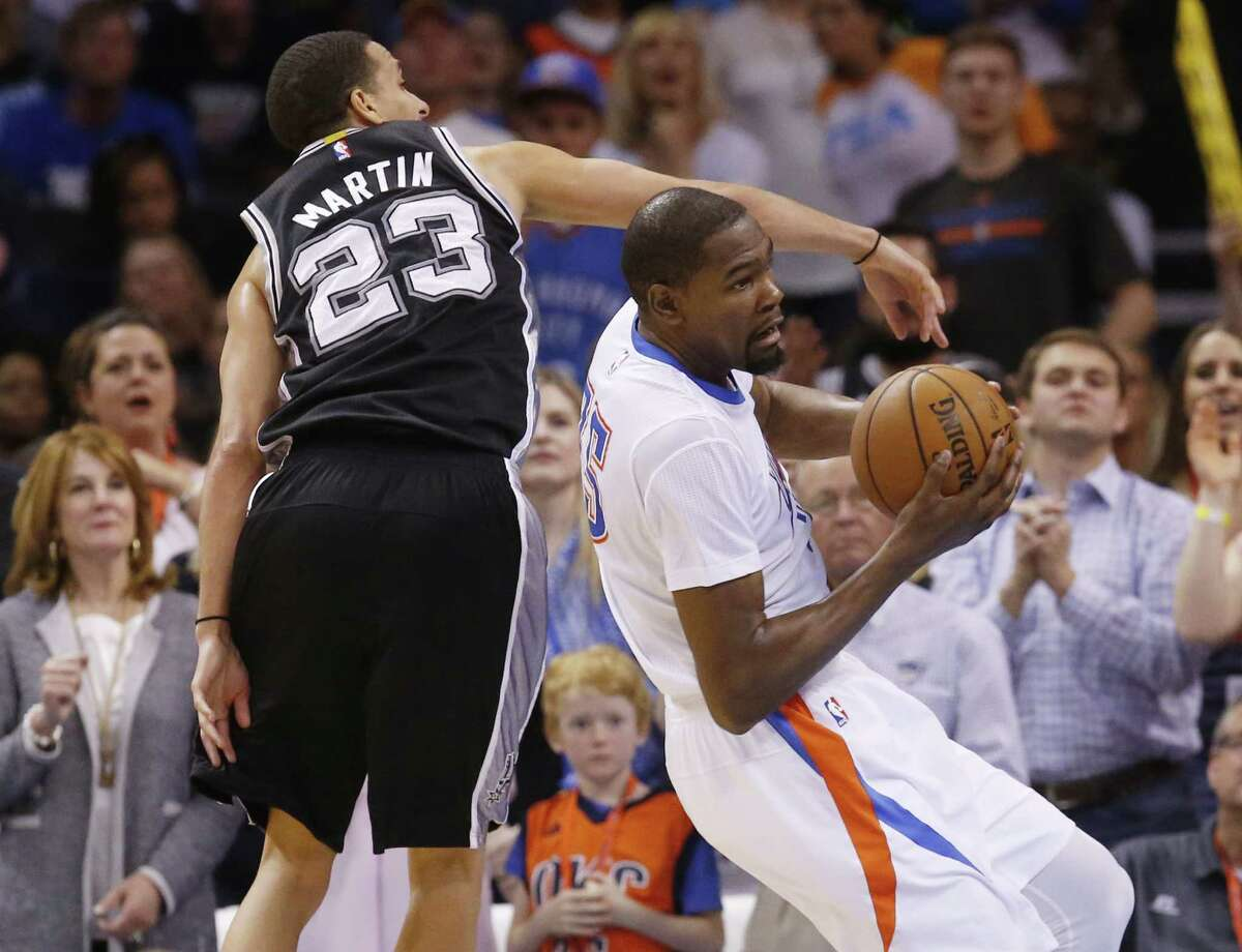 Oklahoma City Thunder forward Kevin Durant, right, moves around San Antonio Spurs guard Kevin Martin (23) in the fourth quarter of an NBA basketball game in Oklahoma City, Saturday, March 26, 2016. Oklahoma City won 111-92.