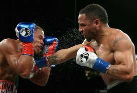 OAKLAND, CA - MARCH 26:  Andre Ward (right) fights against Sullivan Barrera in their IBF Light Heavyweight bout at ORACLE Arena on March 26, 2016 in Oakland, California.  (Photo by Ezra Shaw/Getty Images)