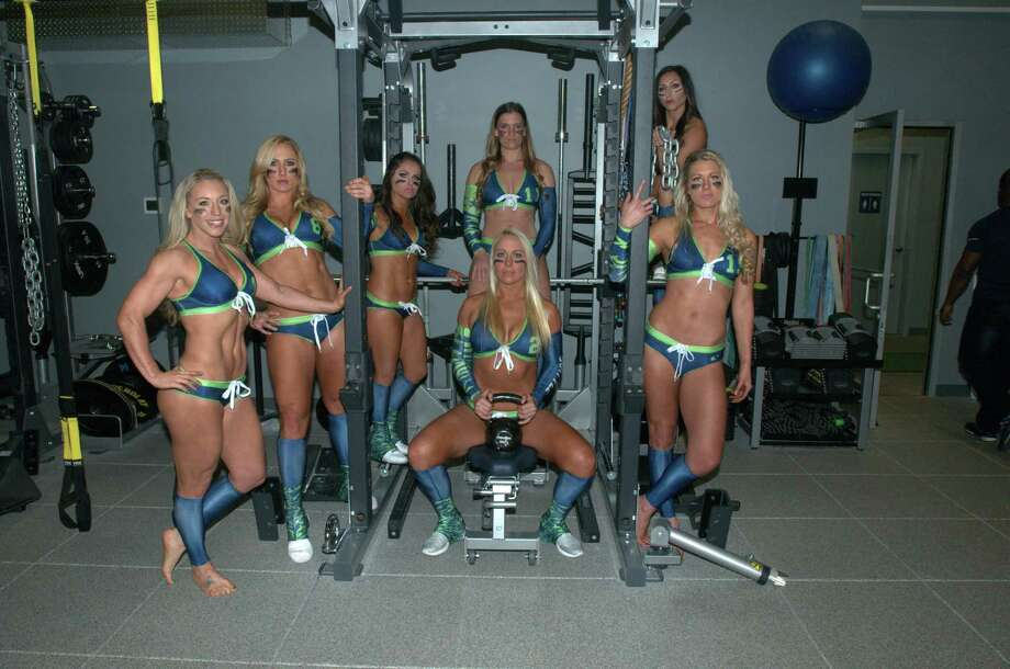 Seattle Mist players pose for a photo at the team's media day on March 27, 2016 at Force 10 Performance in Redmond, Washington. Photo: Picasa, Courtesy Robert Delfin