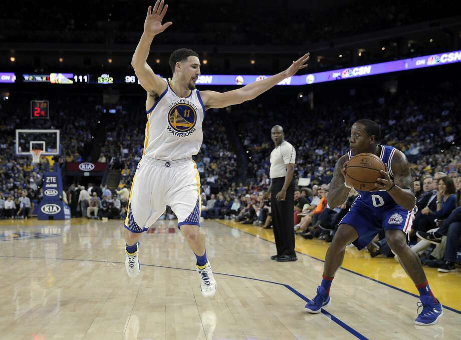 Klay Thompson (11) goes up to defend against a shot by Isaiah Canaan (0) in the second half as the Golden State Warriors played the Philadelphia 76ers at Oracle Arena in Oakland, Calif., on Sunday, March 27, 2016. Photo: Carlos Avila Gonzalez, The Chronicle