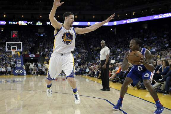 Klay Thompson (11) goes up to defend against a shot by Isaiah Canaan (0) in the second half as the Golden State Warriors played the Philadelphia 76ers at Oracle Arena in Oakland, Calif., on Sunday, March 27, 2016.