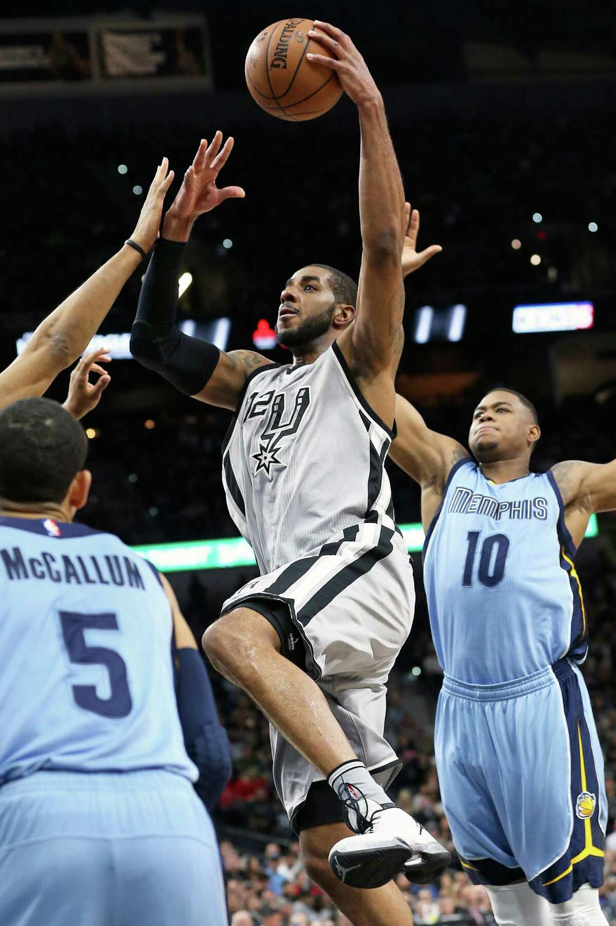 LaMarcus Aldridge gets by Jerell Martin as the Spurs host the Grizzlies at the AT&T Center on March 25, 2016.