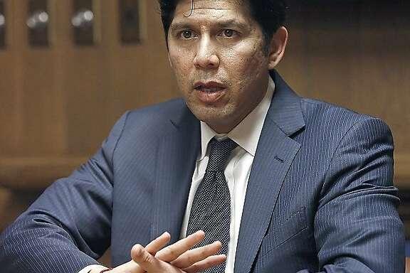 Senate President pro Tempore Kevin de Le�n