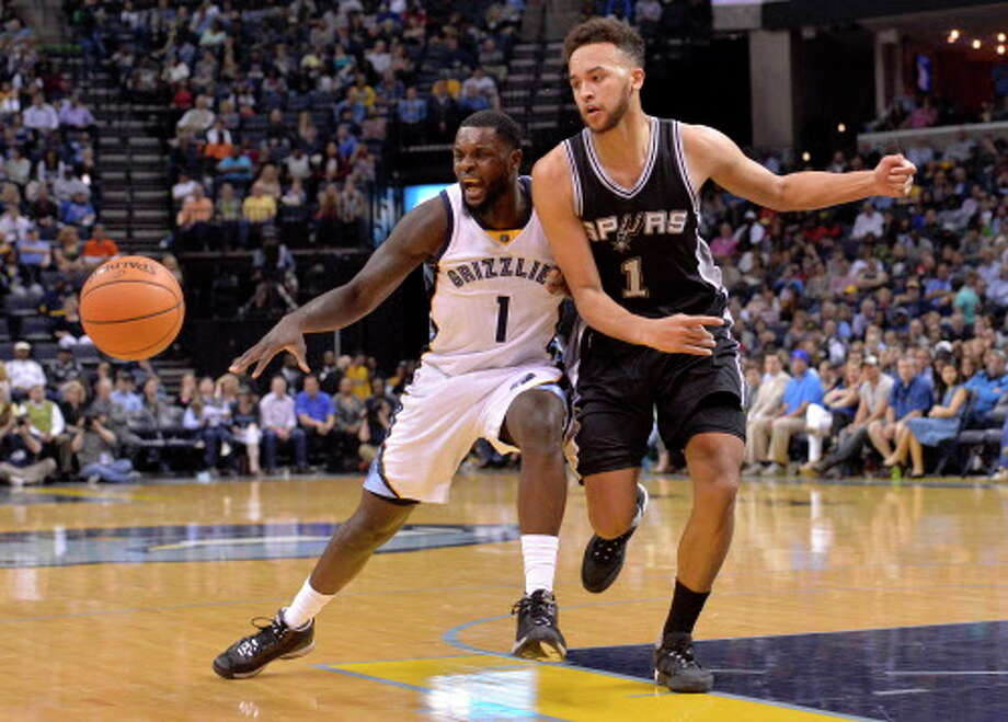 Memphis Grizzlies forward Lance Stephenson, left, reacts as San Antonio Spurs forward Kyle Anderson knocks the ball from his possession in the first half of an NBA basketball game Monday, March 28, 2016, in Memphis, Tenn. Photo: Brandon Dill, AP / FR171250 AP