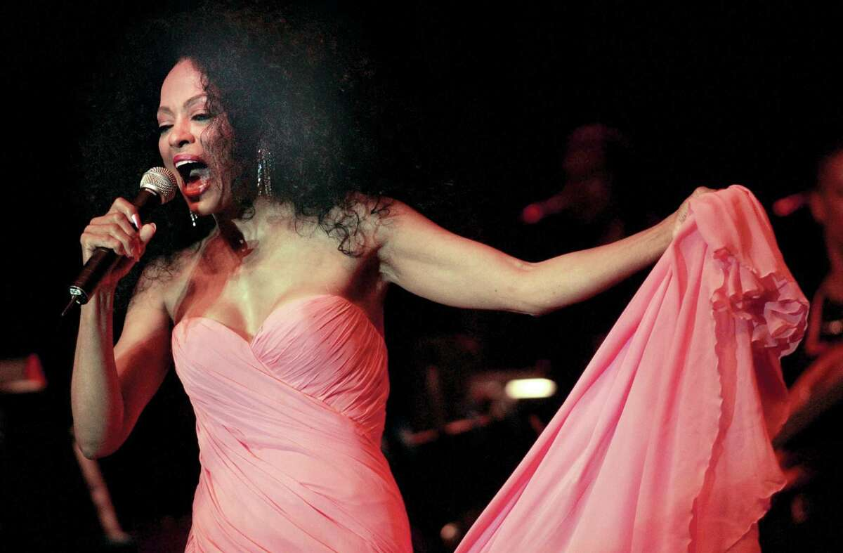 6-24-2004, ROGER SHERMAN BALDWIN PARK, GREENWICH, Diana Ross performs during her Arch Street Teen Center Benefit Concert at Roger Sherman Baldwin Park, Greenwich.......PHOTO/LUCKEY.....COLOR.....