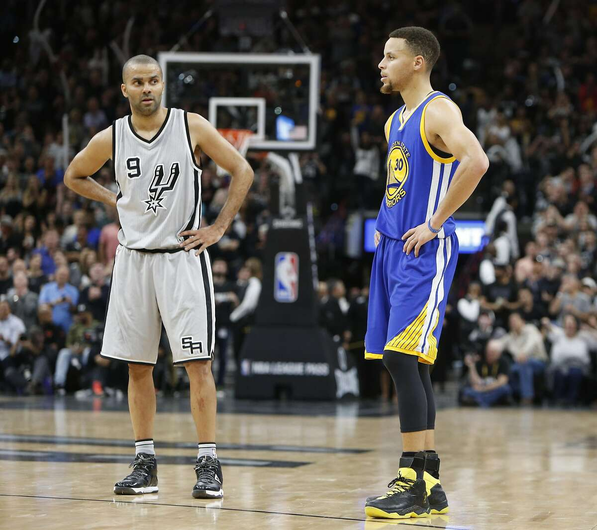 SAN ANTONIO, TX - MARCH 19: As the seconds tick off Tony Parker #9 of the San Antonio Spurs stand next to Stephen Curry #30 of the Golden States Warriors at AT&T Center on March 19, 2016 in San Antonio, Texas. NOTE TO USER: User expressly acknowledges and agrees that , by downloading and or using this photograph, User is consenting to the terms and conditions of the Getty Images License Agreement. (Photo by Ronald Cortes/Getty Images)