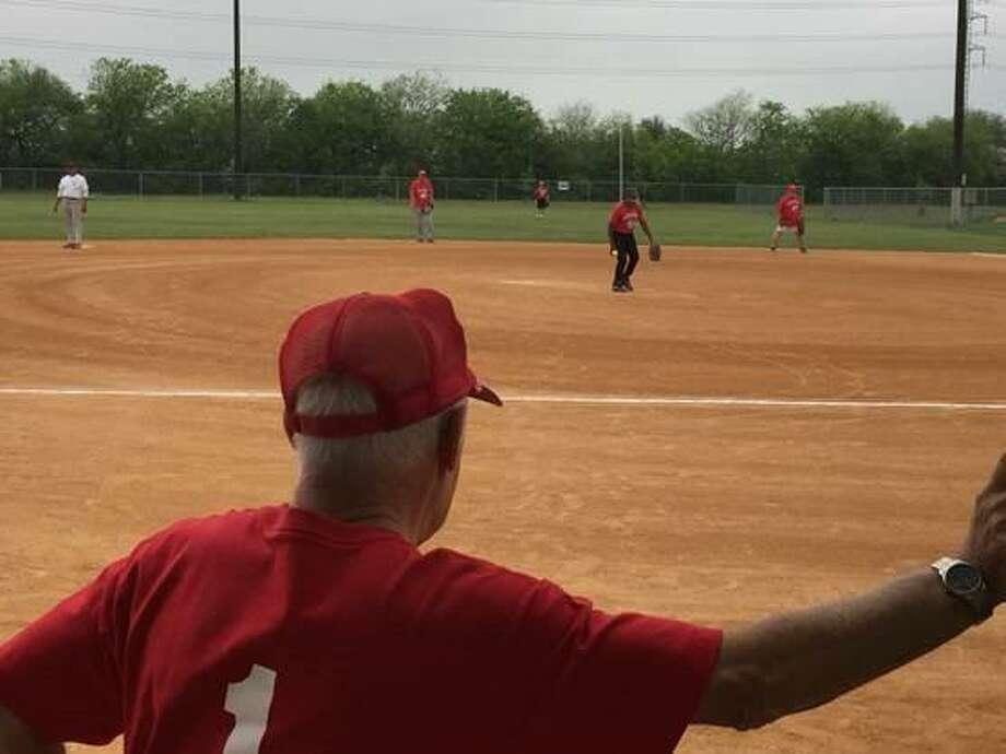 San Antonio Senior Softball League commissioner Bill Altman takes in SASSL action. Photo: Roy Bragg / San Antonio Express-News /