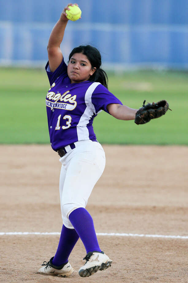 Brackenridge's Shyleen Yanez throws to the plate during the first inning of their District 28-5A game with Highlands at the Mary Ann Villarreal Sports Complex on Tuesday, March 22, 2016.  Brackenridge scored seven runs with two outs in the seventh inning to beat Highlands 10-7.  MARVIN PFEIFFER/ mpfeiffer@express-news.net Photo: Marvin Pfeiffer, Staff / San Antonio Express-News / Express-News 2016