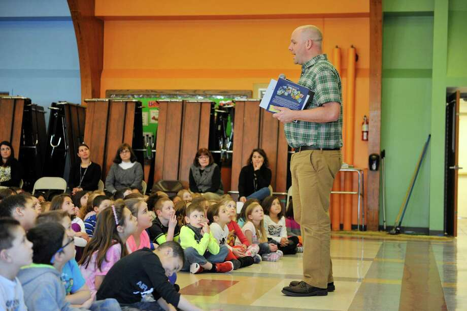 Kevin Kurtz, nonfiction children's author, from Rochester, N.Y., talks with children at Bradt Primary School on Tuesday, March 29, 2016, in Schenectady, N.Y.  Kurtz was at the school to sign copies of his books and to do a reading from his latest book, Sharks and Dolphins.    (Paul Buckowski / Times Union) Photo: PAUL BUCKOWSKI / 10035974A
