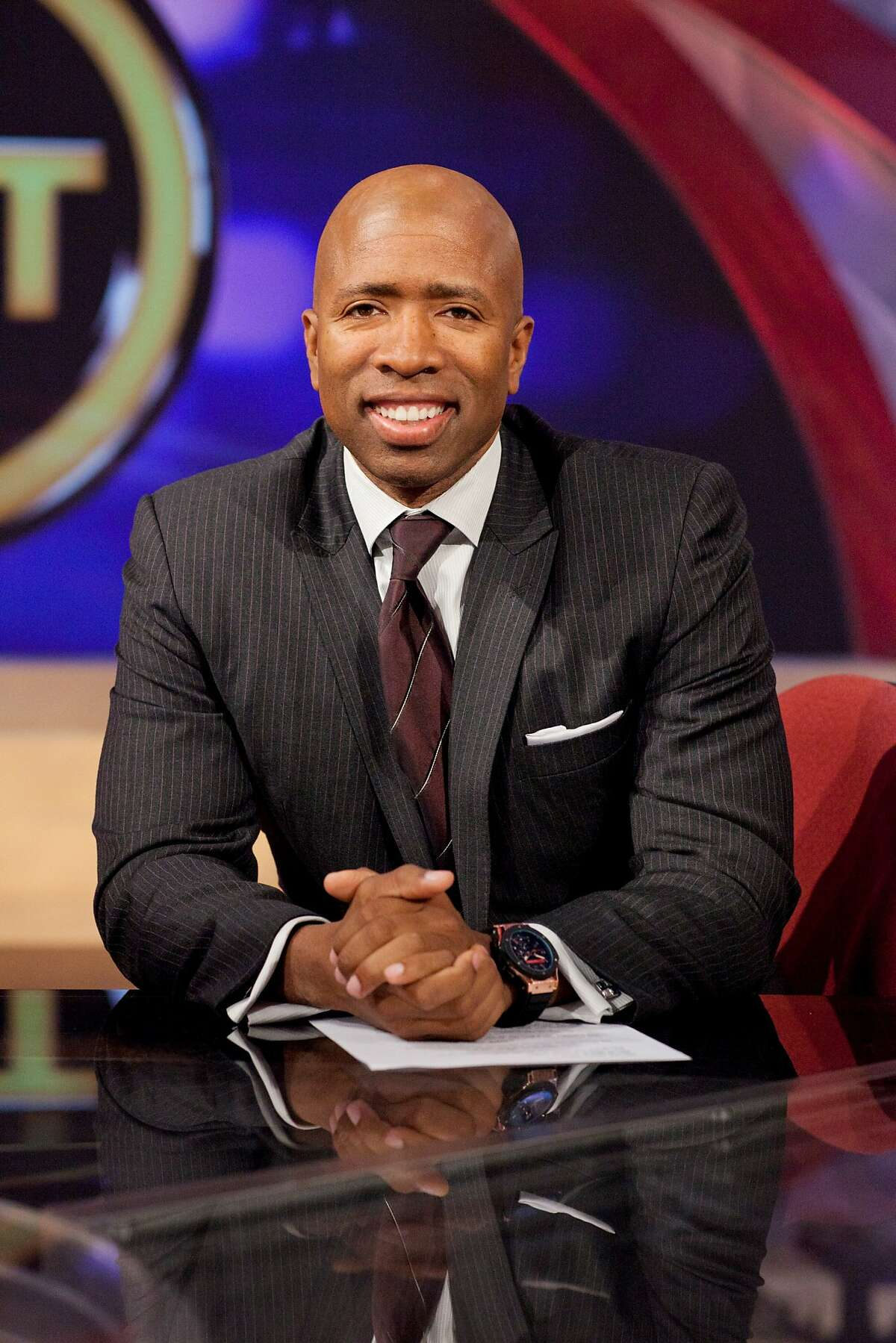 Photo of the Inside the NBA team inside the TNT Studios. Former Rocket Kenny Smith. Credit: Turner Sports.