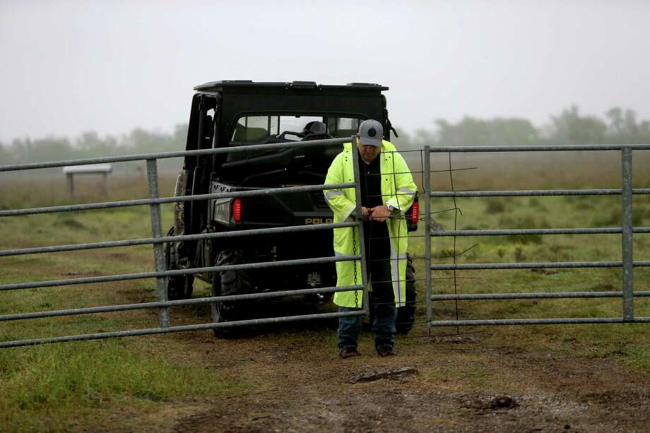 The Texas Rangers are searching a Brazoria County pasture, hoping to find the remains of Kelli Cox. Photo: Gary Coronado, Staff / © 2015 Houston Chronicle