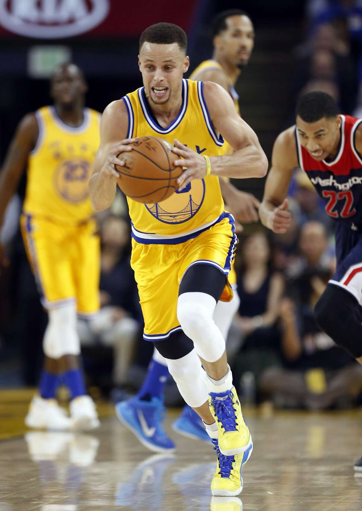 Golden State Warriors' Stephen Curry heads up court as Washington Wizards' Otto porter trails in 2nd quarter during NBA game at Oracle Arena in Oakland, Calif., on Tuesday, March 29, 2016.