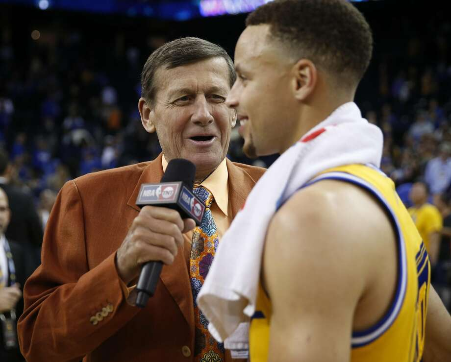 TNT's Craig Sager interviews Golden State Warriors' Stephen Curry after Warriors' 102-94 win over Washington Wizards during NBA game at Oracle Arena in Oakland, Calif., on Tuesday, March 29, 2016. Photo: Scott Strazzante, The Chronicle