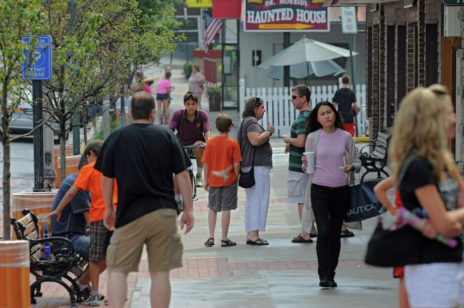 """Financial cost comparison site Finder.com delved into state data to compile the """"average Californian."""" As they found, the """"average"""" local is female, Latina, and 35 years old. Photo: Lori Van Buren / 00014353A"""
