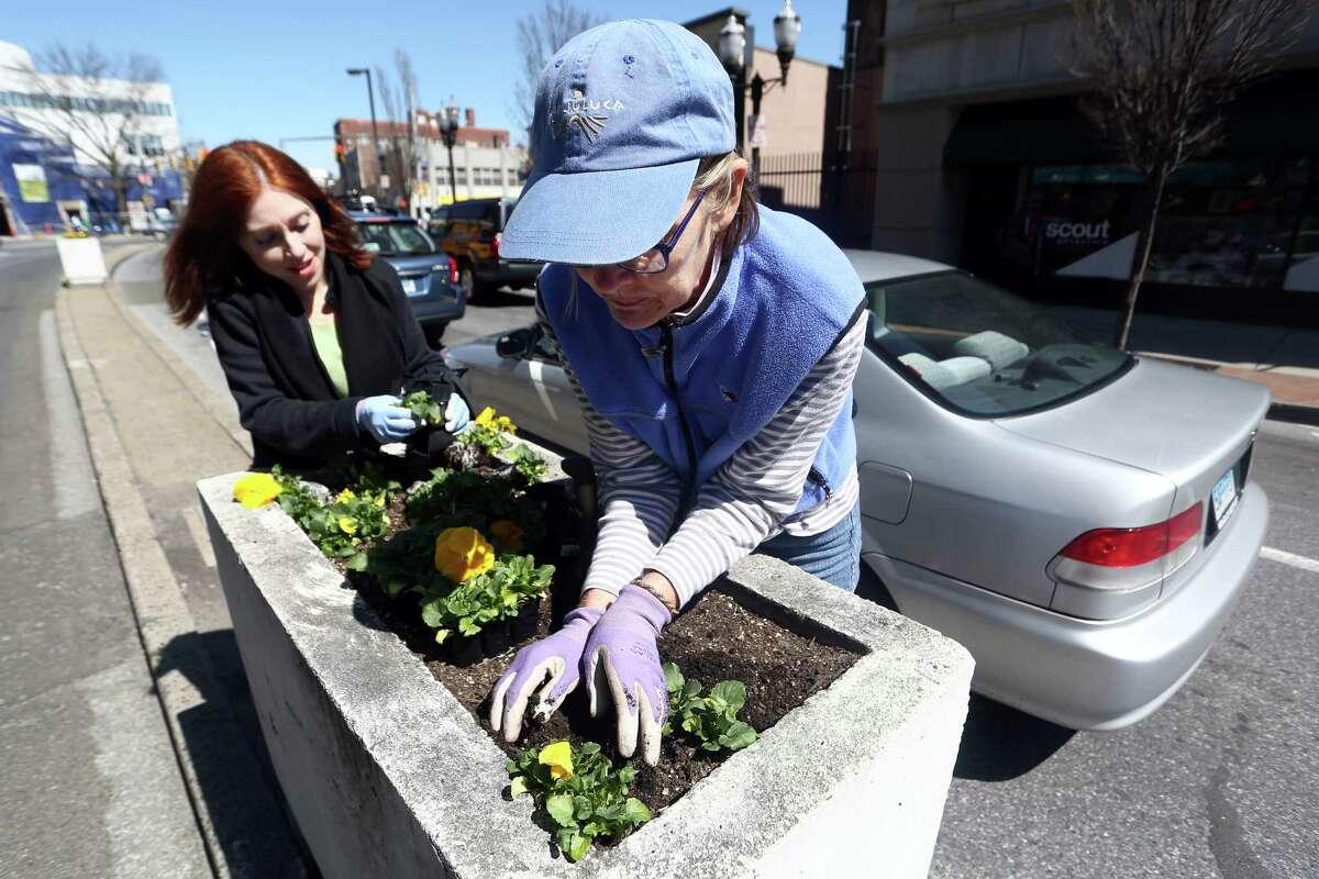 Volunteering Connecticut average: 27.8 percentU.S. average: 25.4 percentSource: 2016 Connecticut Civic Health Index
