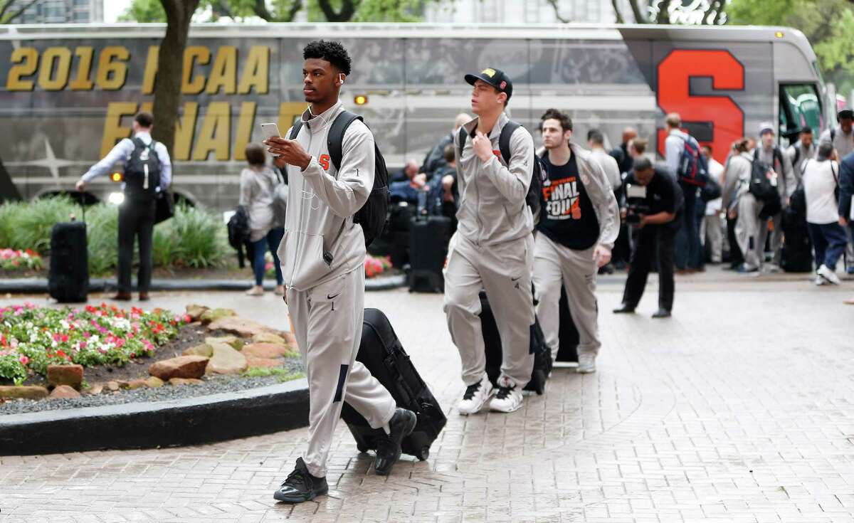 Syracuse players and coaches arrive on a bus to the JW Marriott hotel, Wednesday, March 30, 2016, in Houston, as they prepare for the Final Four tournament at NRG Stadium.