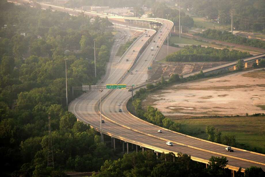 Harris County Toll Road Authority projects, which include the Hardy Toll Road, rely solely on toll fees. Photo: Smiley N. Pool, Staff / © 2013  Houston Chronicle