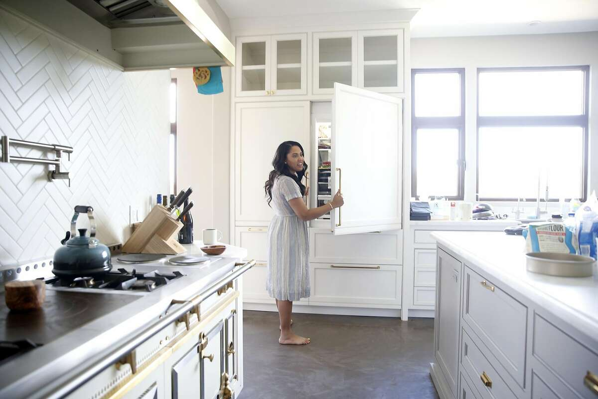 Kitchen warrior Ayesha Curry cooks up her own career - SFChronicle.com