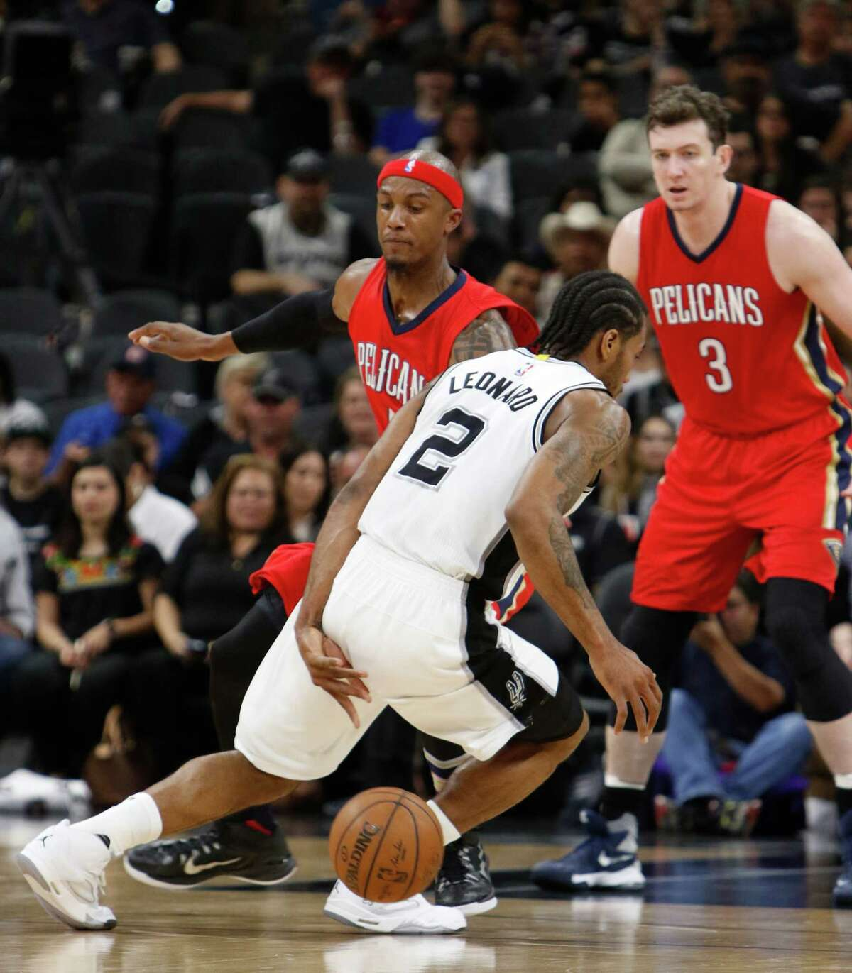SAN ANTONIO,TX - MARCH 30: Kawhi Leonard #2 of the San Antonio Spurs dribbles behind his back in front of Dante Cunningham #44 of the New Orleans Pelicans at AT&T Center on March 30, 2016 in San Antonio, Texas. NOTE TO USER: User expressly acknowledges and agrees that , by downloading and or using this photograph, User is consenting to the terms and conditions of the Getty Images License Agreement. (Photo by Ronald Cortes/Getty Images) *** local caption ***Kawhi Leonard; Dante Cunningham