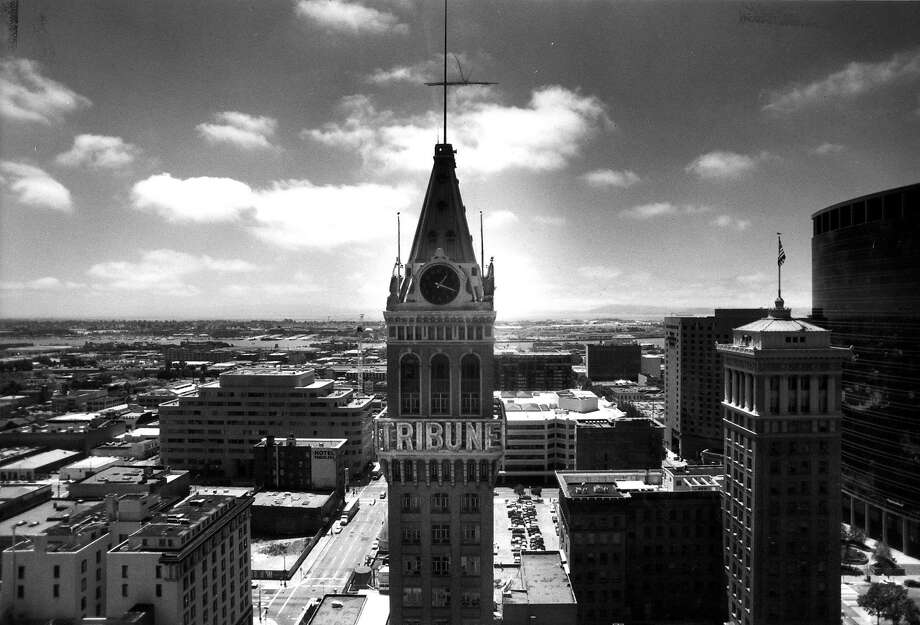 The tower of the Oakland Tribune building in 1991, when the newspaper's workers were still there. Photo: Liz Hafalia, The Chronicle