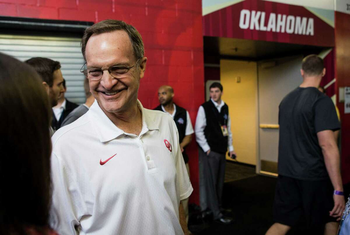 Oklahoma head coach Lon Kruger stops in the hallway outside the Sooners locker room at NRG Stadium on Thursday, March 31, 2016, in Houston.