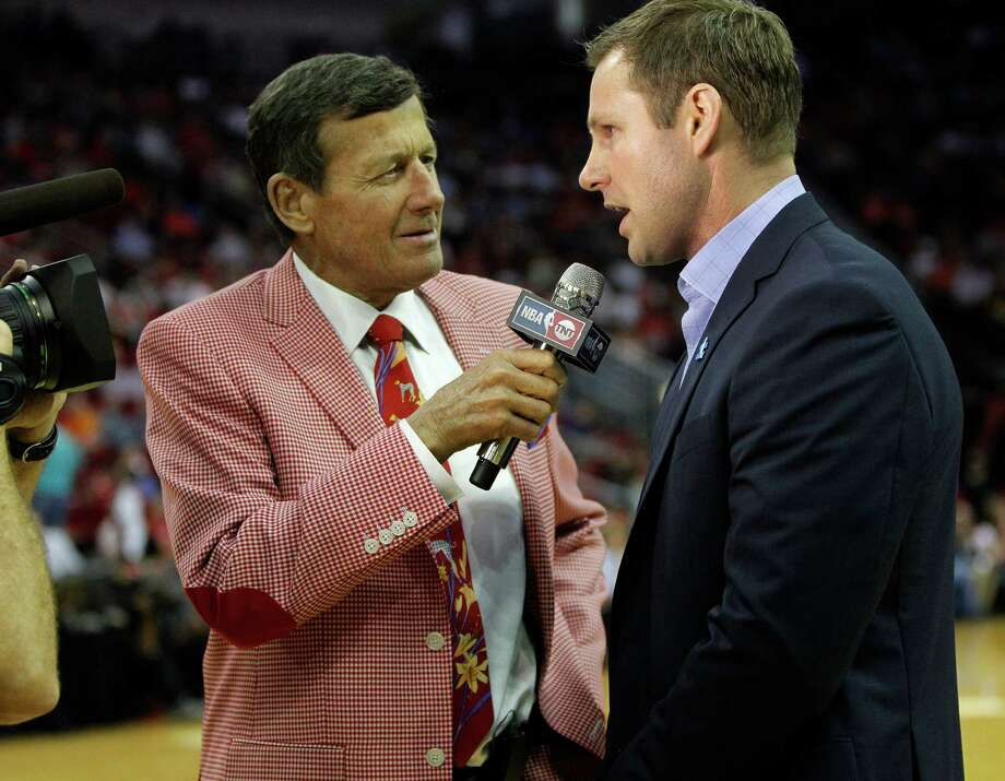 TNT sideline reporter Craig Sager, talking with Chicago Bulls head coach Fred Hoiberg in March, won't make the trip to Rio for the Olympics. Photo: Karen Warren, Houston Chronicle / © 2016  Houston Chronicle