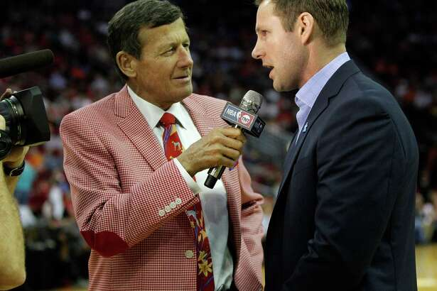 TNT sideline reporter Craig Sager talks with Chicago Bulls head coach Fred Hoiberg during the first half of an NBA basketball game at Toyota Center, Thursday, March 31, 2016, in Houston.