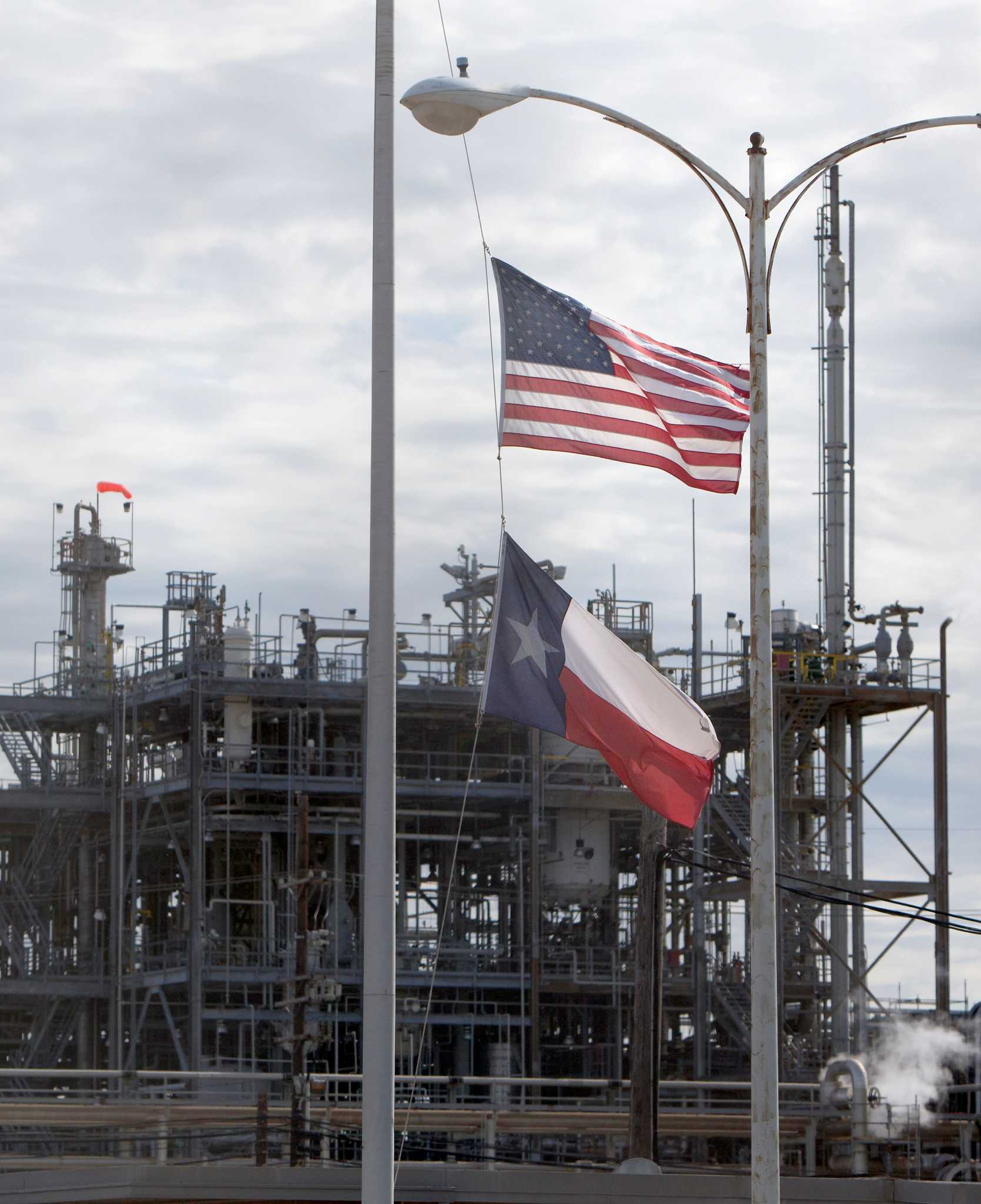 Dupont to close la porte plant where 4 died houston for La porte houston