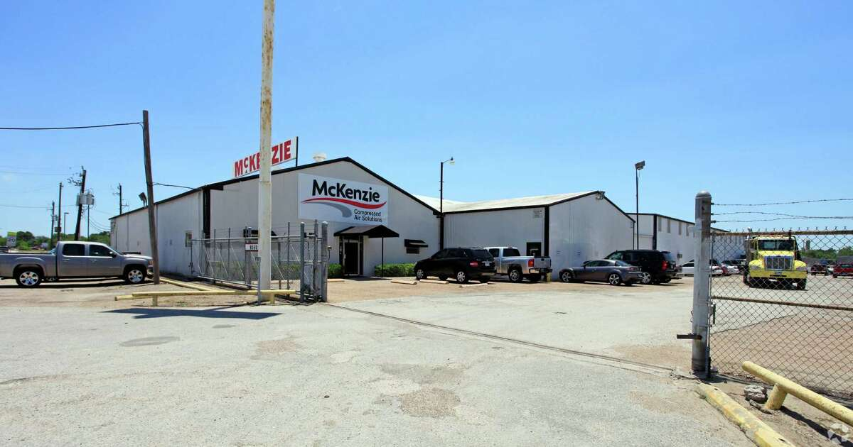 Epic Piping, an industrial pipe fabrication company, has leased 36,000 square feet at 9260 Bryant near Hobby Airport. JLL represented the landlord.