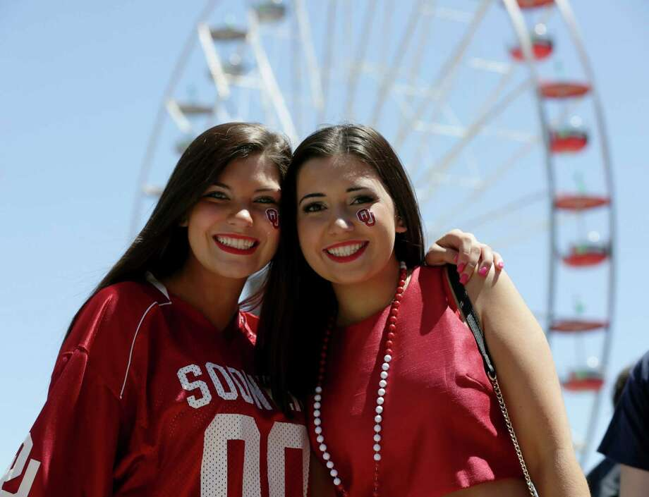 Katilin Behanna, 18, left, and Jaycie Adamson, 18, pose for a photo before game one of the NCAA national semifinals, Saturday, April 2, 2016, in Houston. Photo: Jon Shapley, Houston Chronicle / © 2015  Houston Chronicle