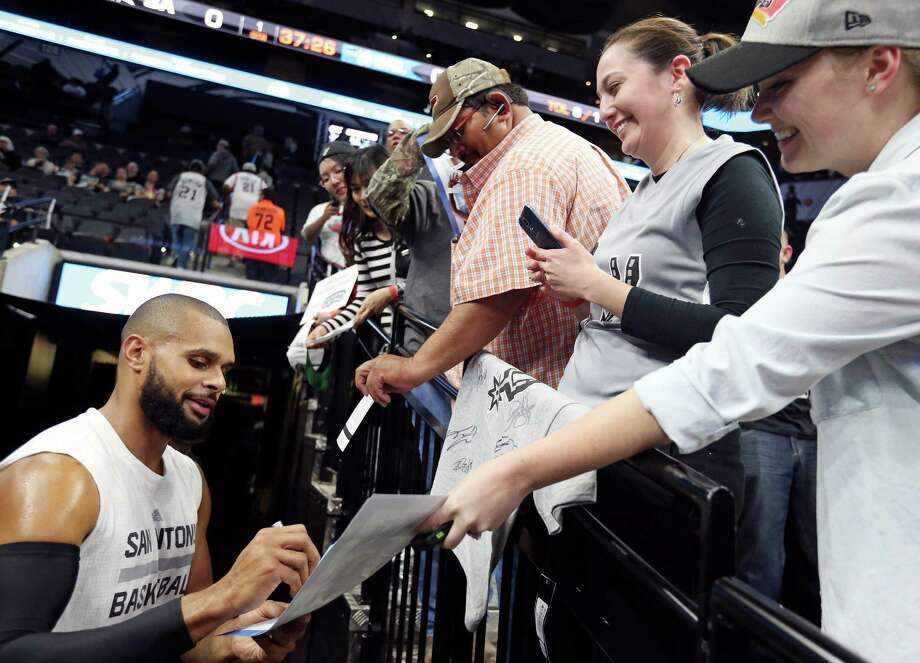 Spurs' Patty Mills signs autographs for fans before the game with the Orlando Magic on Feb. 1, 2016 at the AT&T Center. Photo: Edward A. Ornelas /San Antonio Express-News / © 2016 San Antonio Express-News