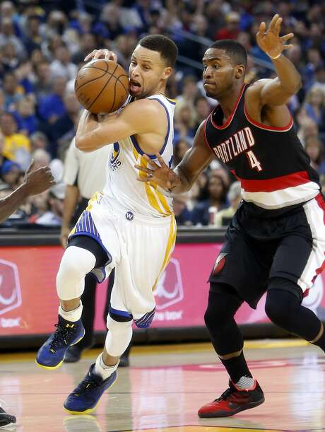 Golden State Warriors' Stephen Curry drives to the basket in 1st quarter against Portland Trail Blazers' Maurice Harkless in NBA game at Oracle Arena in Oakland, Calif., on Sunday, April 3, 2016. Photo: Scott Strazzante, The Chronicle