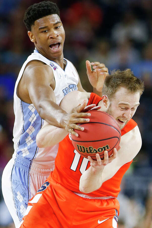 North Carolina's Isaiah Hicks, left, makes life difficult for Syracuse's Trevor Cooney during the Tar Heels' 83-66 victory Saturday. Photo: Karen Warren, Staff / © 2016  Houston Chronicle