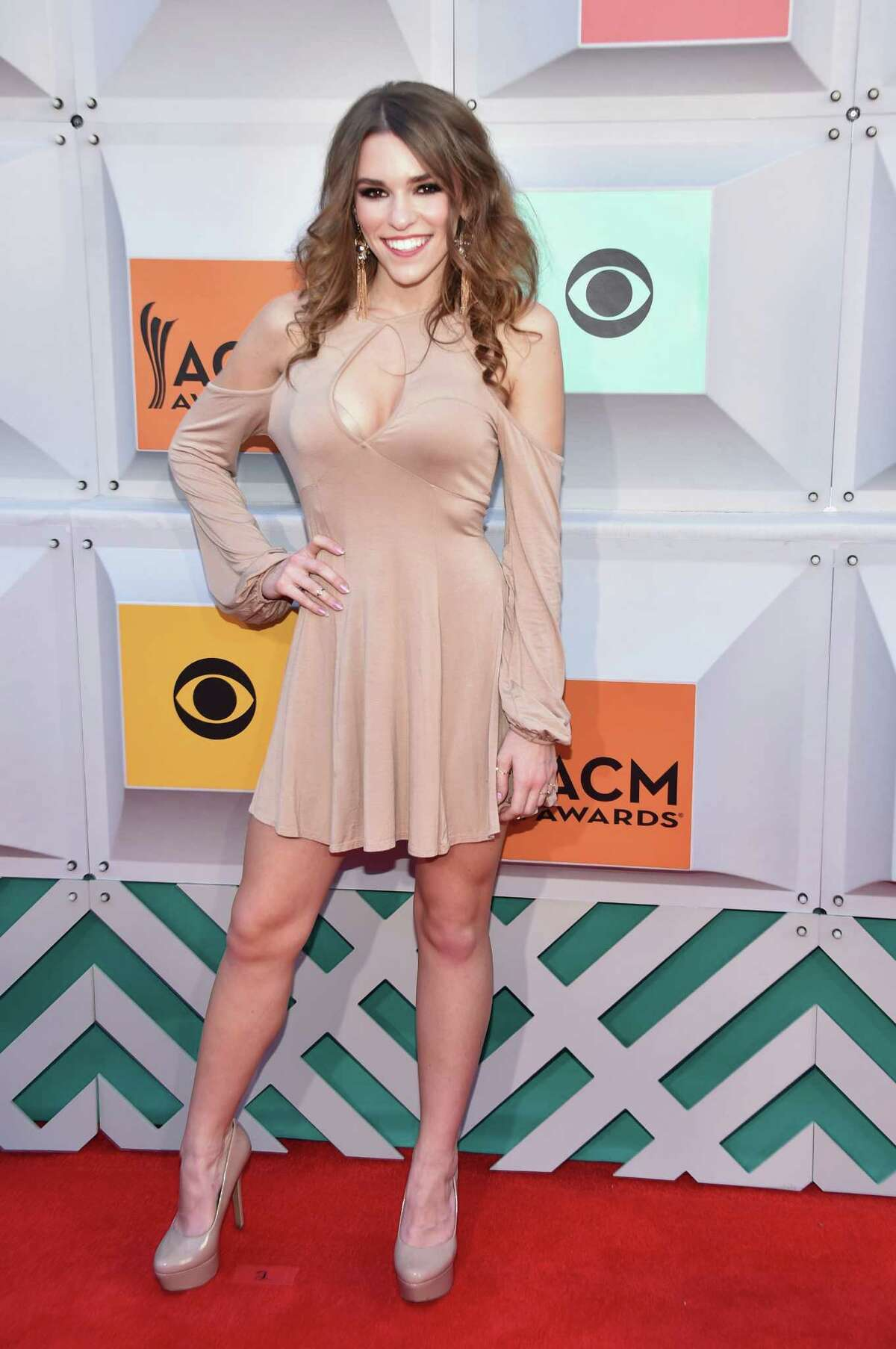 Worst: Amymarie Gaertner This look could go either pirate or figure skater with the addition of a few accessories.