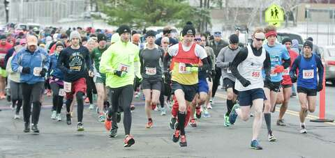 Hundreds brave c-c-c-cold to run in Danbury races - NewsTimes