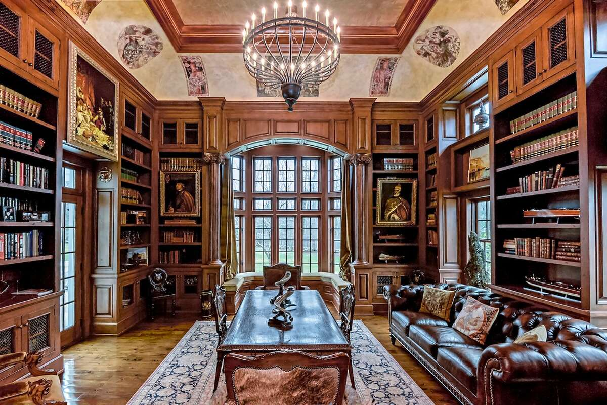 Stonewall Manor 174 Branchville Rd, Ridgefield, CT 06877 6 beds 9 baths 9,751 sqft Features: Chefs kitchen, two-story library, master Suite with fireplace, gym, Play Room, theater, pool and pool houseView full listing on Zillow