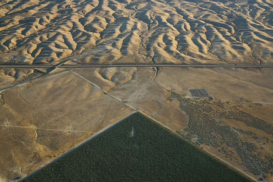 FILE — An irrigated field in the Westlands Water District, across Interstate 5 from the Diablo Hills in California's Central Valley, June 12, 2015. Westlands, the controversial and influential agricultural water district, has agreed to pay a $125,000 fine to settle charges that it hid financial problems from investors who bought $77 million in its municipal bonds. (Damon Winter/The New York Times) Photo: DAMON WINTER, NYT