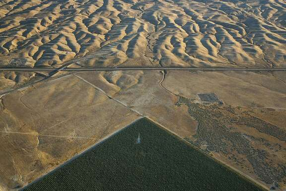 FILE � An irrigated field in the Westlands Water District, across Interstate 5 from the Diablo Hills in California�s Central Valley, June 12, 2015. Westlands, the controversial and influential agricultural water district, has agreed to pay a $125,000 fine to settle charges that it hid financial problems from investors who bought $77 million in its municipal bonds. (Damon Winter/The New York Times)