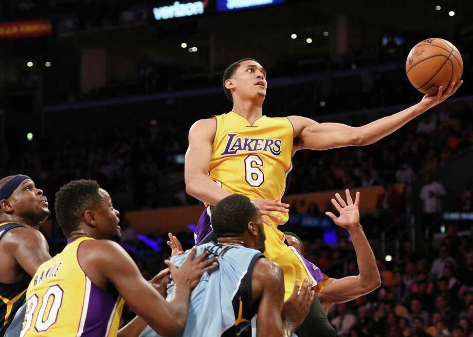 Los Angeles Lakers guard Jordan Clarkson (6) in action during the first half of an NBA basketball game against the Memphis Grizzlies in Los Angeles, Tuesday, March 22, 2016. Photo: Kelvin Kuo, AP / FR170752 AP