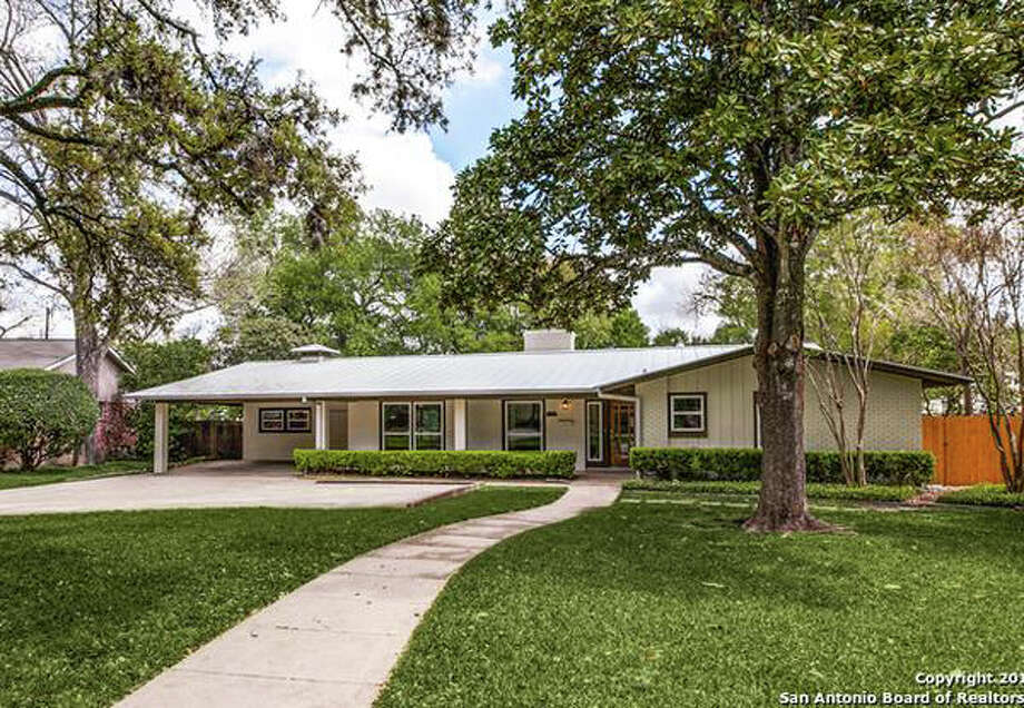 12 mid century san antonio homes for sale that snap mad for Mid century ranch home plans