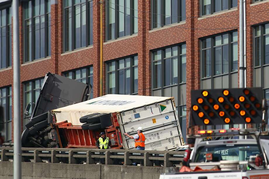 A semi truck crash blocked traffic Monday afternoon on the northbound side of the Alaskan Way Viaduct. Photo: GENNA MARTIN, SEATTLEPI.COM STAFF