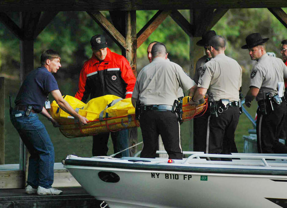 A body is recovered from the Ethan Allen on Sunday, Oct. 2, 2005, in Lake George, N.Y.  (Luanne M. Farris/Times Union archive) Photo: LUANNE M. FERRIS / TIMES UNION