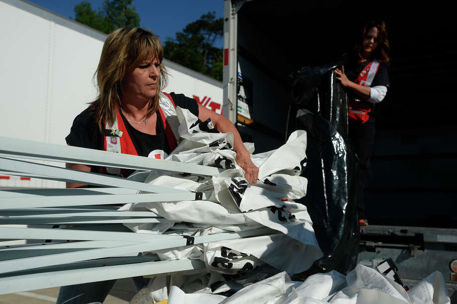 Tina Wise, left, and her sister, Rebecca Ledford, help unload a truck with shelter supplies at the American Red Cross office in Orange on Monday afternoon.  Photo taken Monday 4/4/16 Ryan Pelham/The Enterprise Photo: Ryan Pelham / ©2016 The Beaumont Enterprise/Ryan Pelham