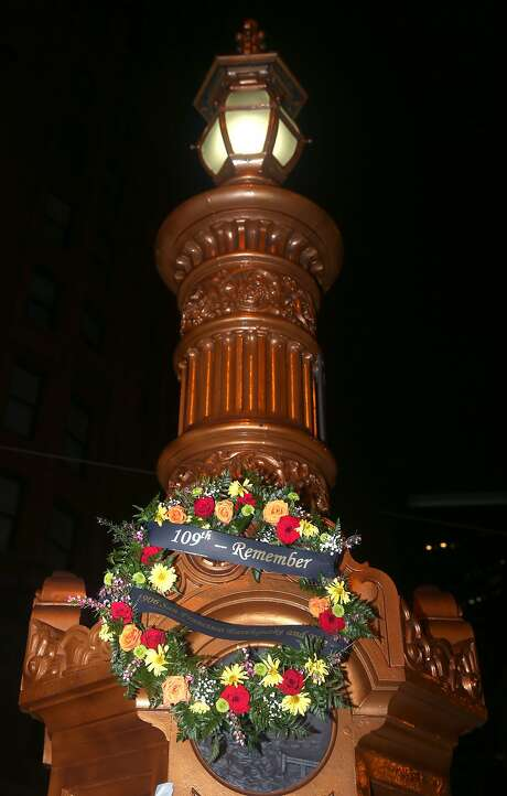 A wreath is placed on Lotta's Fountain to mark the 1906 quake. Photo: Paul Chinn, The Chronicle